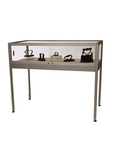 Table Showcase Elegance