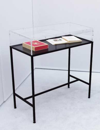 Vitrine table Clario