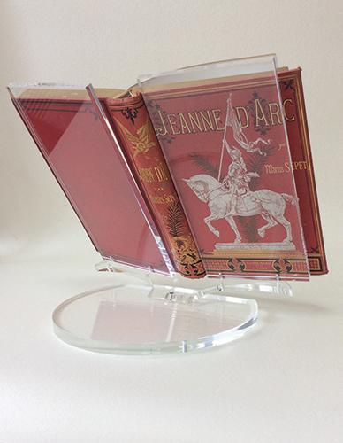Plexi lectern for precious book